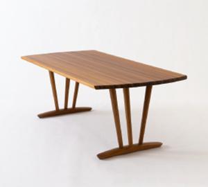 杉圧縮柾目材を用いたテーブル